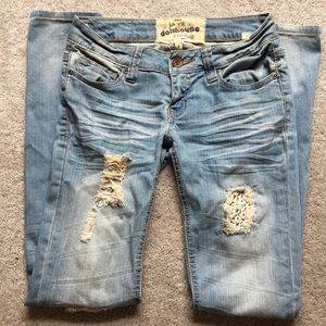 Patch lace ripped jeans